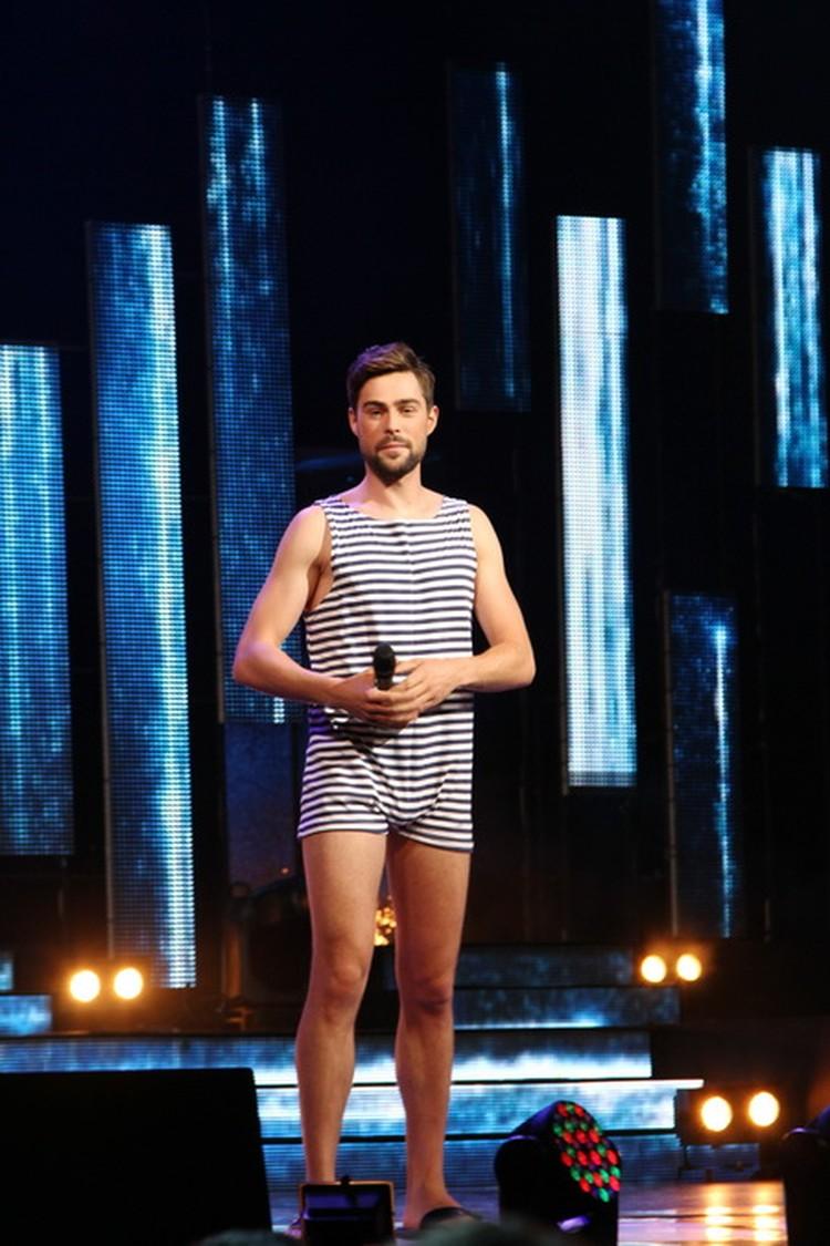 Иван Чуйков был так впечатлен дефиле в купальниках, что тоже решил поучаствовать в конкурсе!