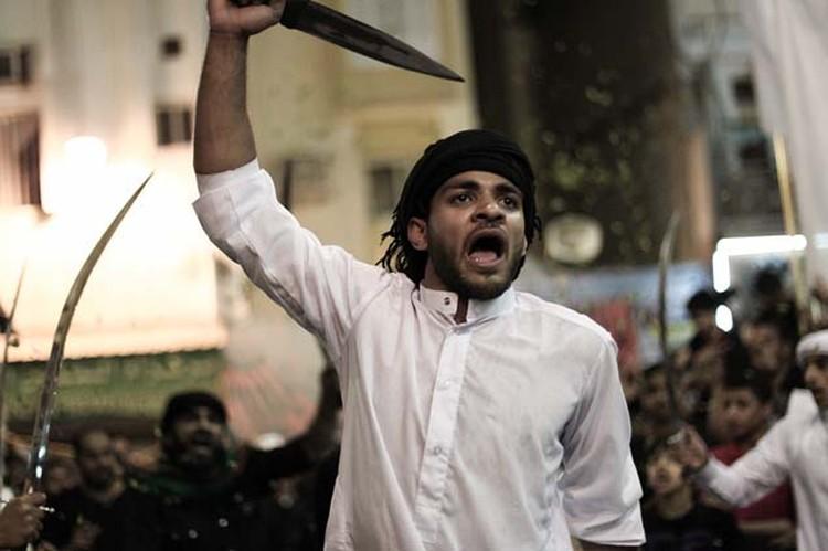 Мусульмане-шииты проводят день Ашура в трауре.
