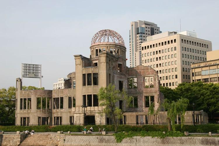 Руины здания в Хиросиме, сохраненные в напоминание о тех ужасных событиях