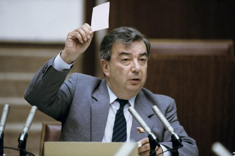 Примакову понадобилось меньше двух месяцев, чтобы развернуть экономический курс.