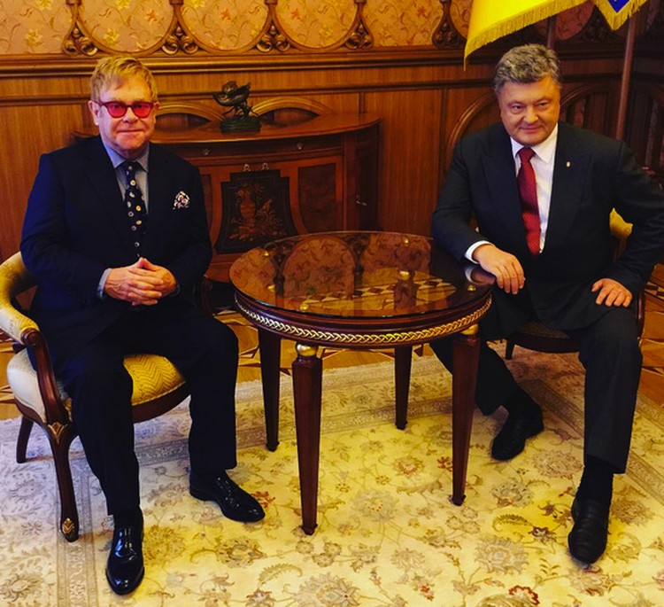 Музыкант на встрече с Петром Порошенко.