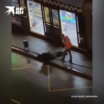 Водитель московского трамвая выбросил из салона пассажира