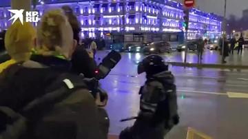 В центре Москвы полицейские задержали возможного координатора группы протестующих