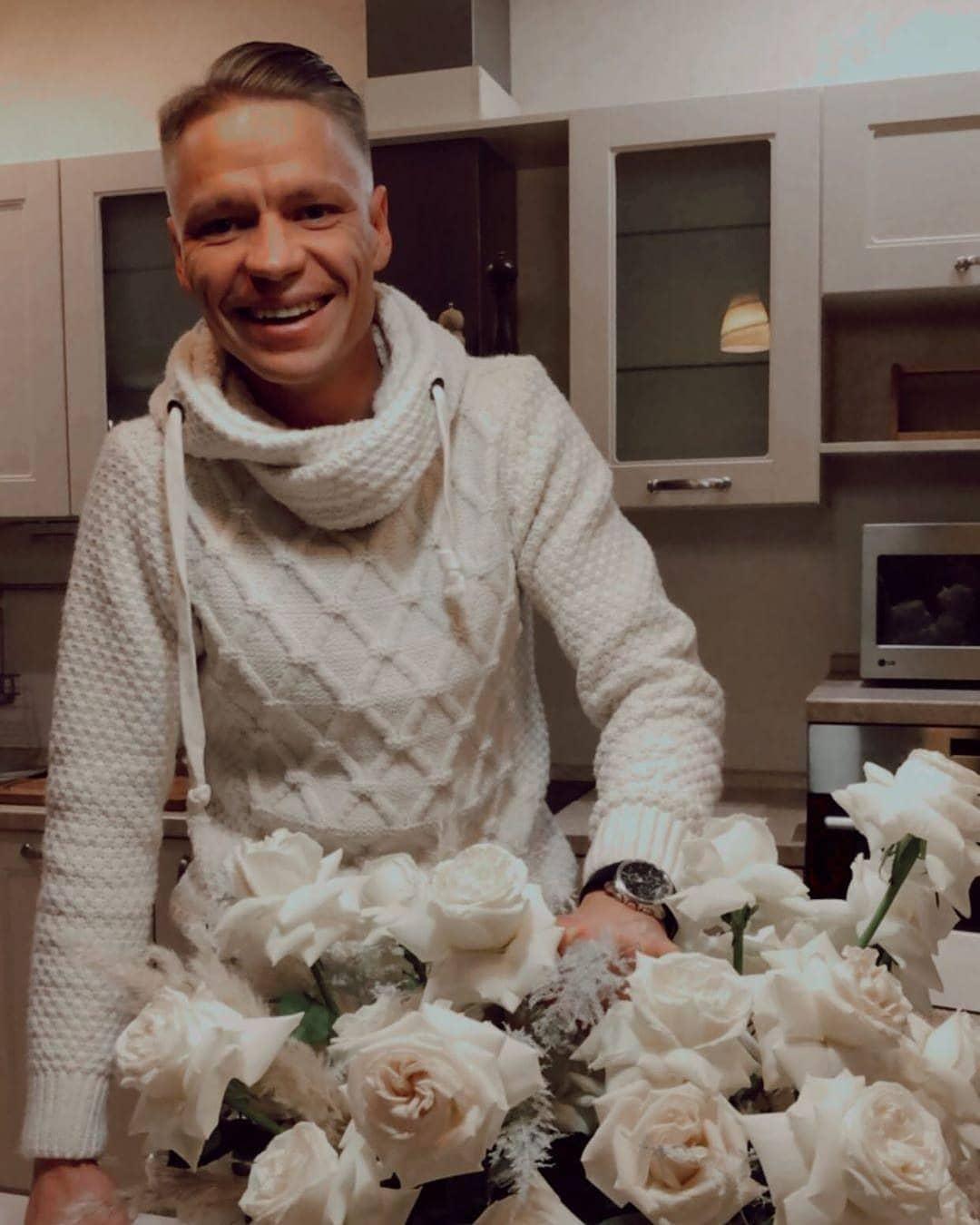 Шеф-повар из Иркутска Кирилл Шульгин подарил цветы Ольге Бузовой