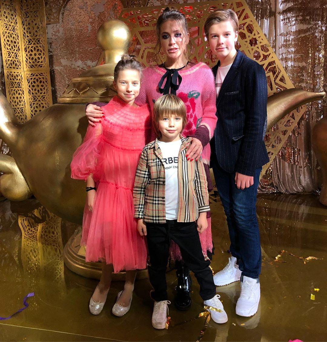 Юлия Барановская с детьми от Андрея Аршавина - Артемом, Яной и Арсением