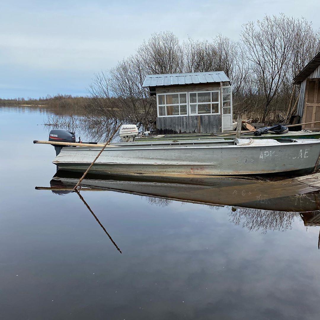 Если идти по реке вниз, через какое-то количество километров можно наткнуться на старый рыбацкий домик...