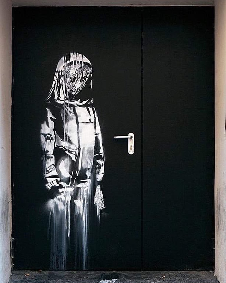 Граффити Бэнкси памяти жертв теракта в Батаклане