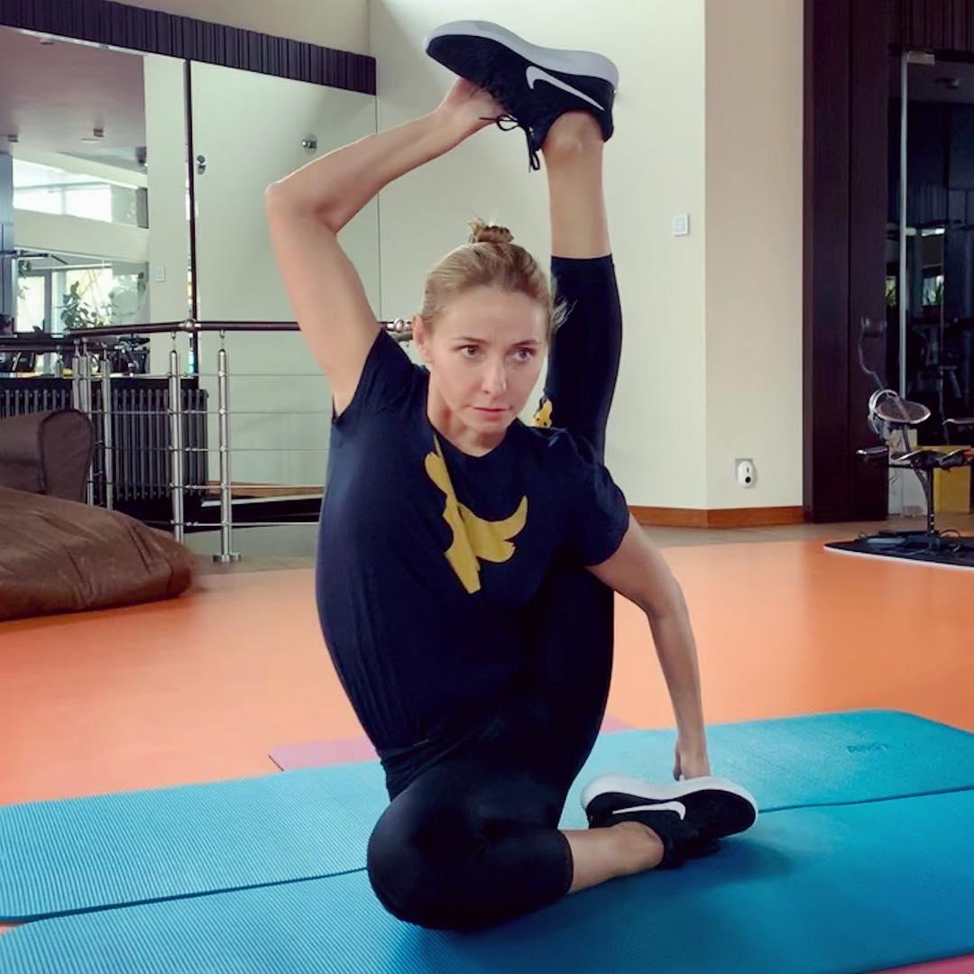 Татьяна Навка обожает йогу.