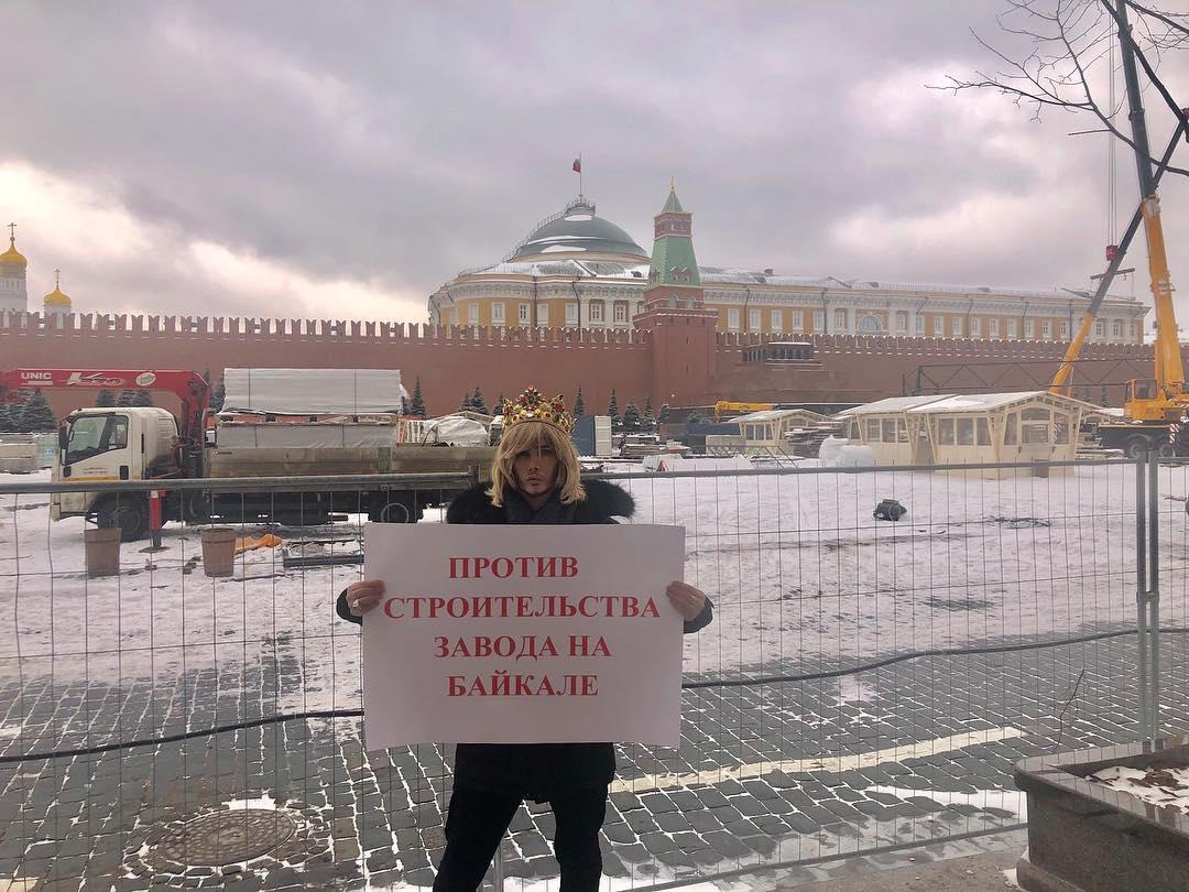 Сергей Зверев протестовал на Красной площади против строительства завода по розливу байкальской воды