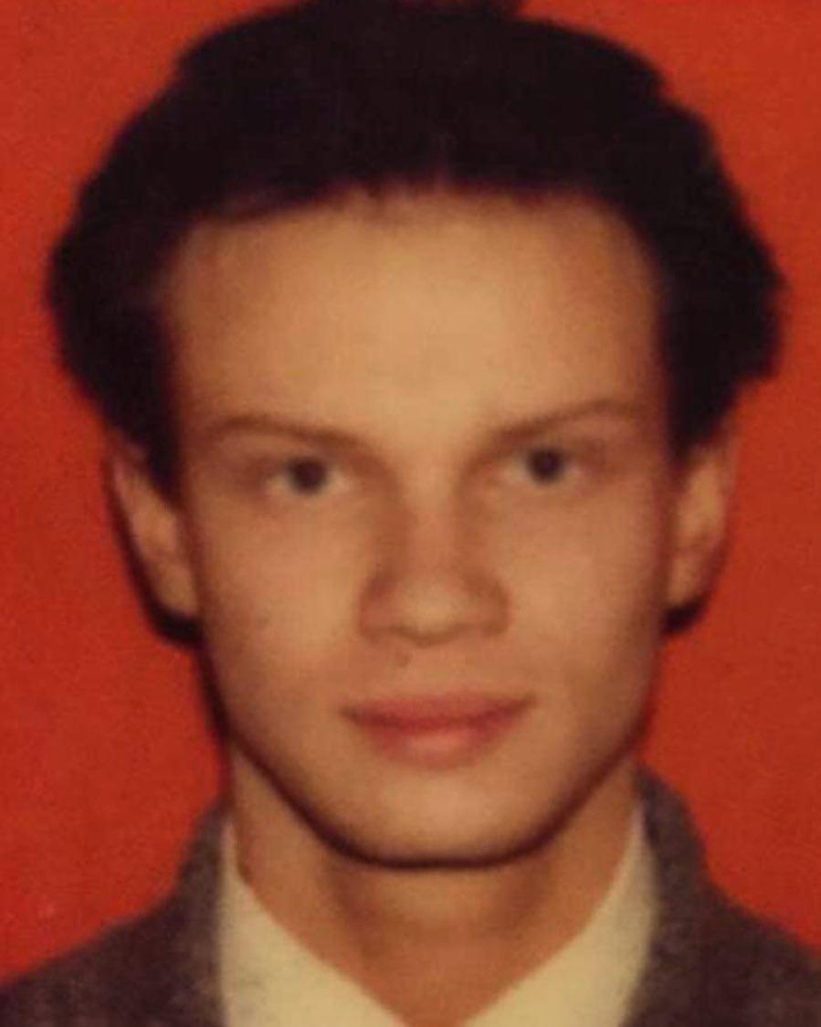 Ведущий Дмитрий Хрусталев показал первой водительское удостоверение. Тогда у него еще были волосы.