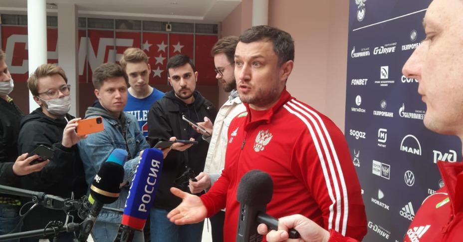 Врач сборной России по футболу Эдуард Безуглов будет работать в ЦСКА. Фото: Андрей Вдовин