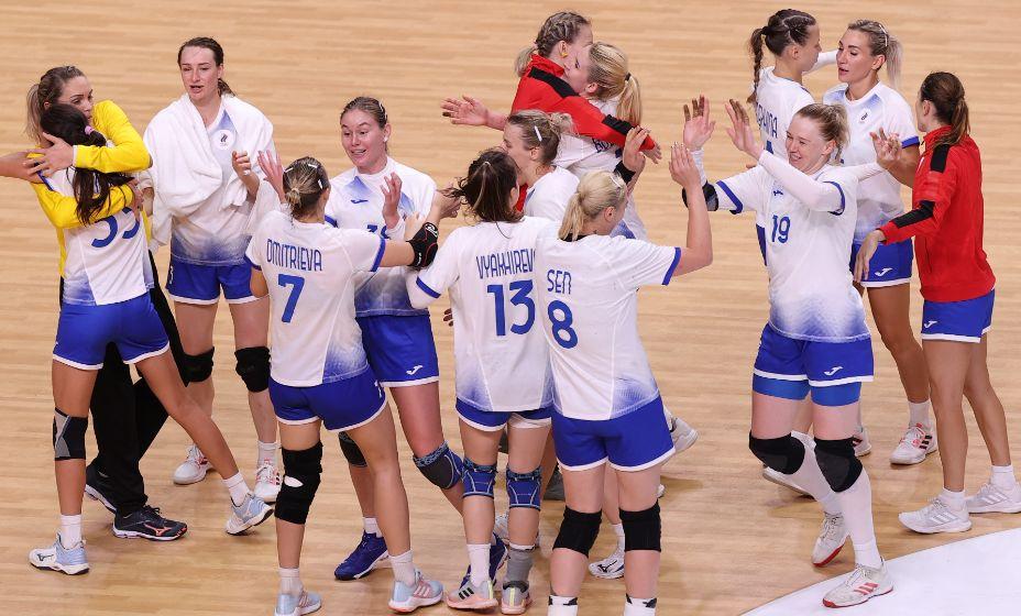Женская сборная России по гандболу одержала очередную победу в группе, но Шишкарев набросился на тренера с критикой. Фото: Reuters