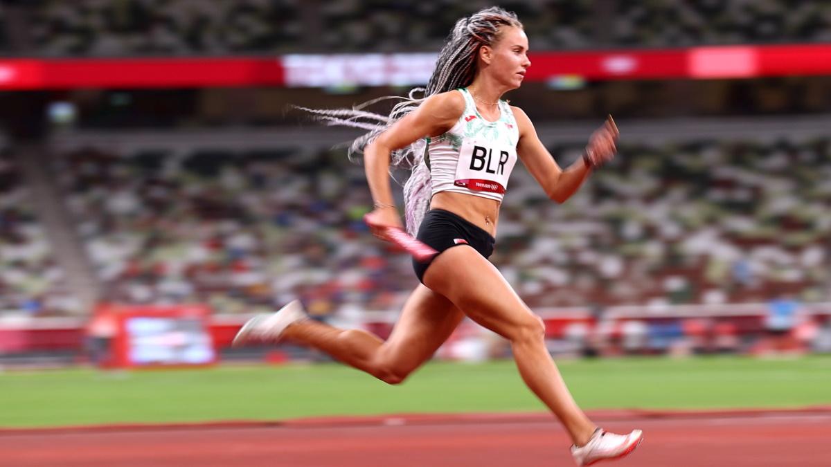 Александра Хильманович из белорусской сборной на дистанции эстафеты 4 по 400 метров. Фото: REUTERS