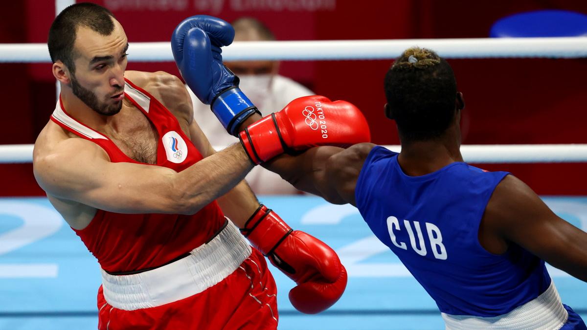 Муслим Гаджимагомедов в финальном бою Олимпиады против кубинца Хулио Лакруса. Фото: REUTERS