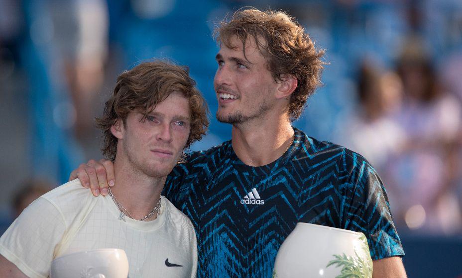 Александр Зверев оказался сильнее Андрея Рублева в финале теннисного турнира. Фото: Reuters