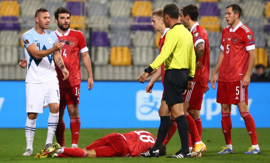 Капитан сборной России Алексей Сутормин неудачно сыграл в игровом моменте. Фото: Reuters
